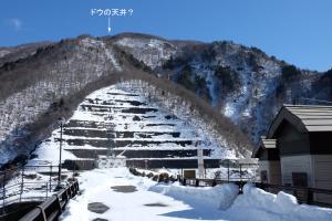 上大須ダムの左岸山体